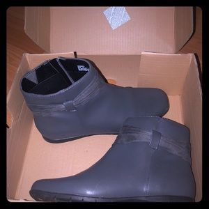 Gently Used! ComfortView Gray Booties W/Bow!